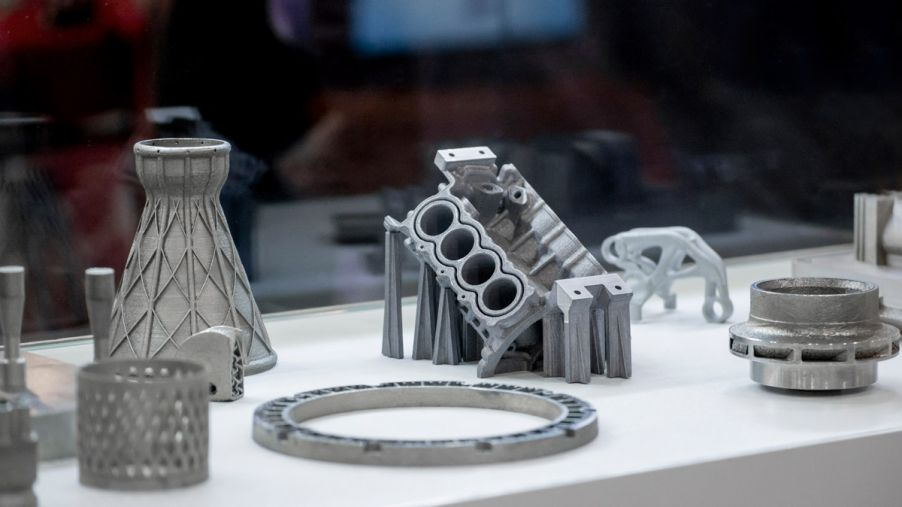 Objects printed on metal 3d printer.